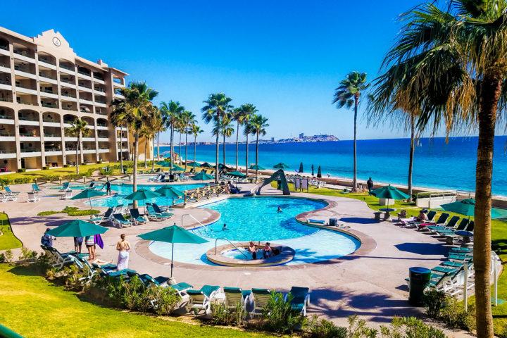 Beach-pool-Jacuzzi-720x480